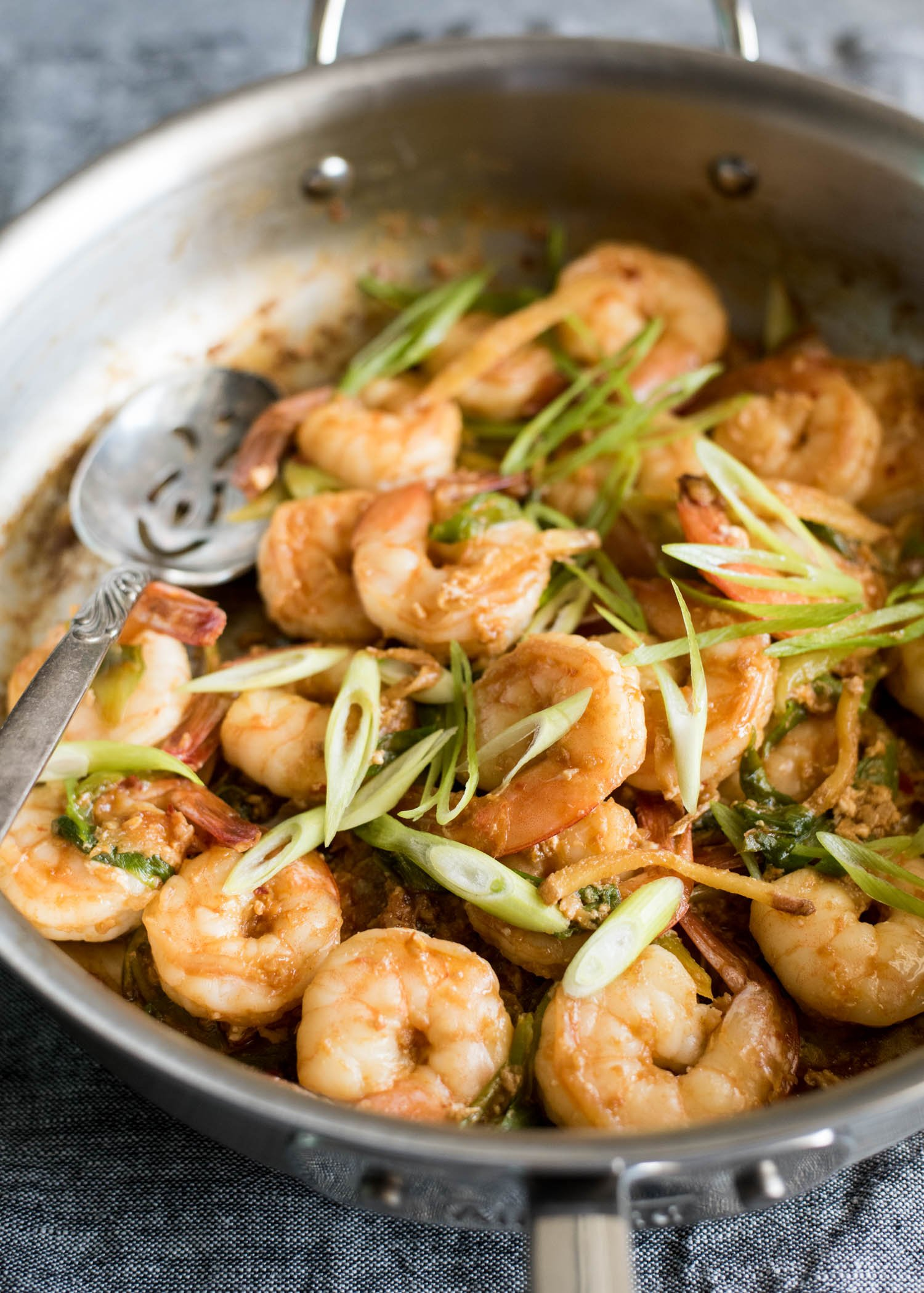 Chili Garlic Shrimp | cookandsavor.com